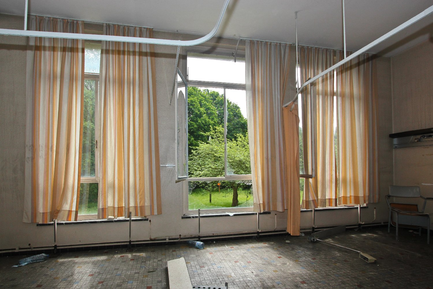 Hospital window curtains - Some Rooms Still Have Their Curtains In Place